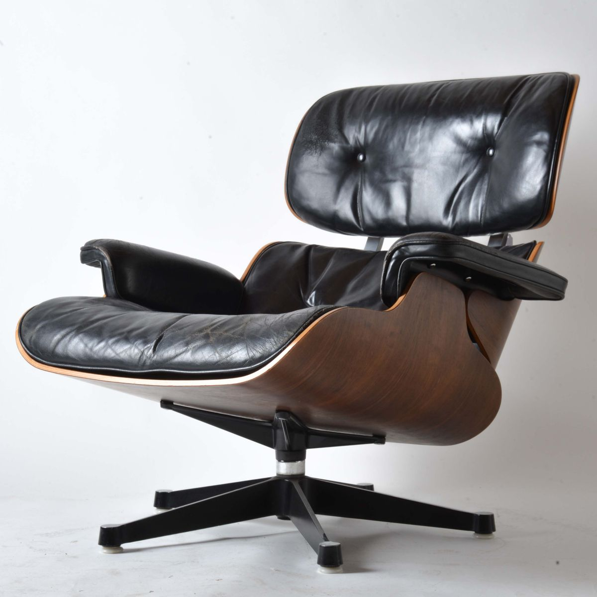 Eames Chair Leather leather lounge chaircharles and ray eames for herman miller