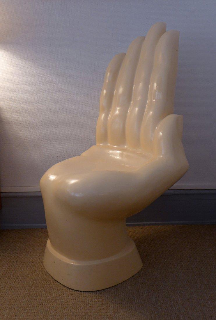 Chaise en forme de main en fibre de verre en vente sur pamono for Chaise en forme de main