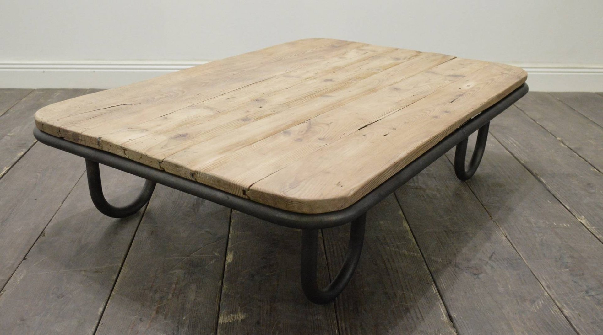 french industrial wooden coffee table for sale at pamono. Black Bedroom Furniture Sets. Home Design Ideas