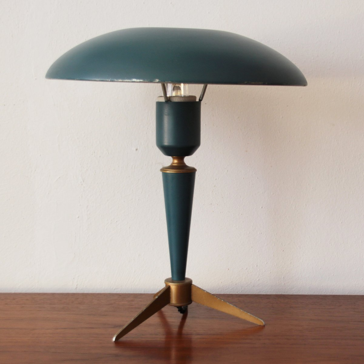 vintage tripod table lamp by louis kalff for philips for sale at pamono. Black Bedroom Furniture Sets. Home Design Ideas