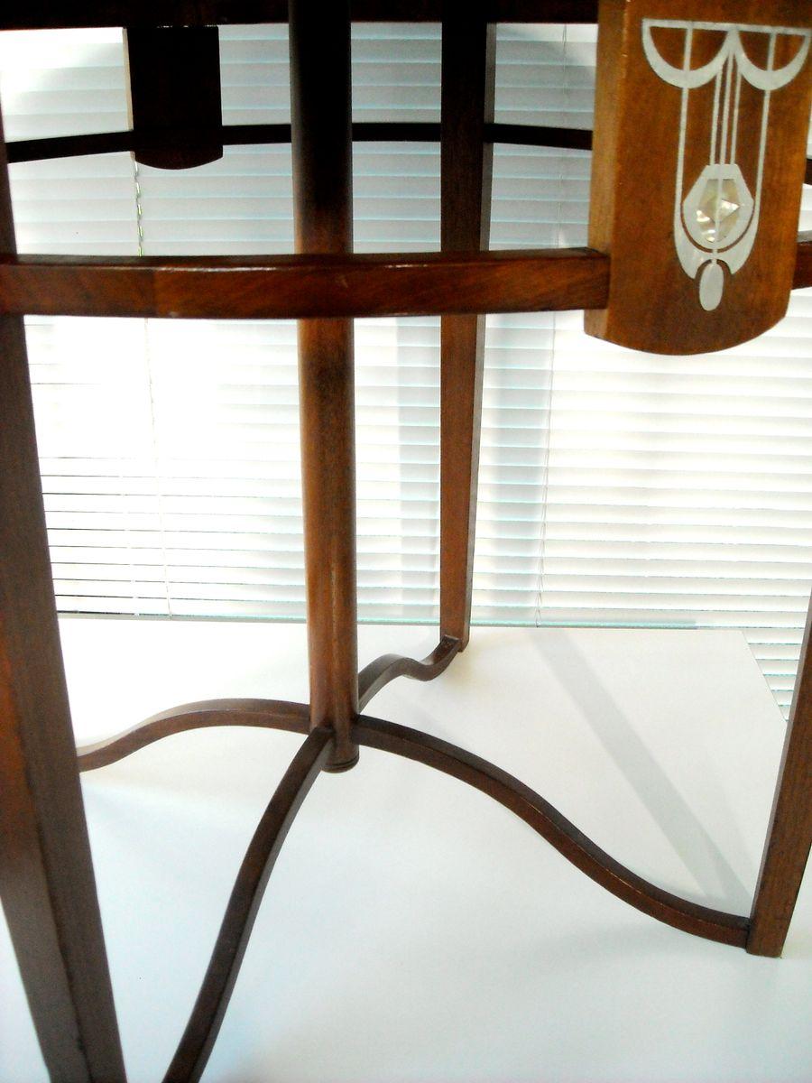 Art Nouveau Couchtisch aus Mahagoni & Perlmutt bei Pamono