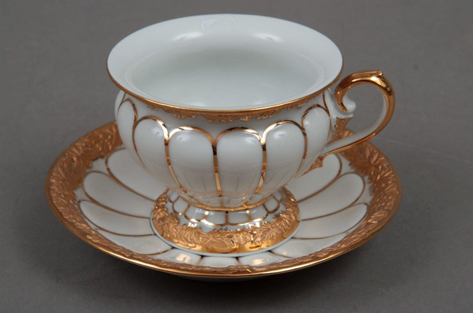 meissen porzellan tasse und untertasse mit goldenem muster. Black Bedroom Furniture Sets. Home Design Ideas