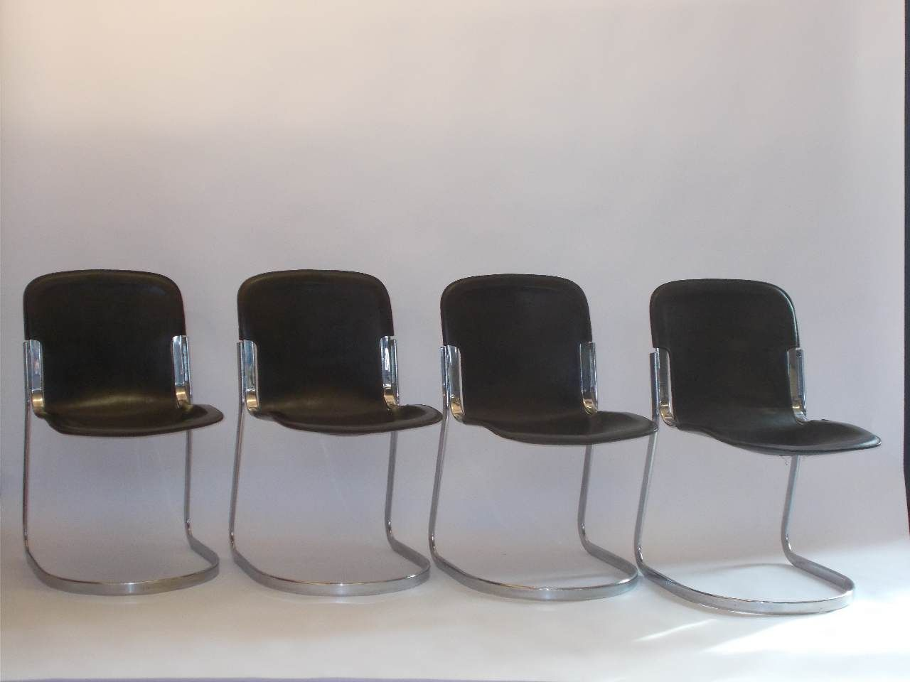 Chaises de salon en cuir marron fonc par willy rizzo for Chaise cuir salon