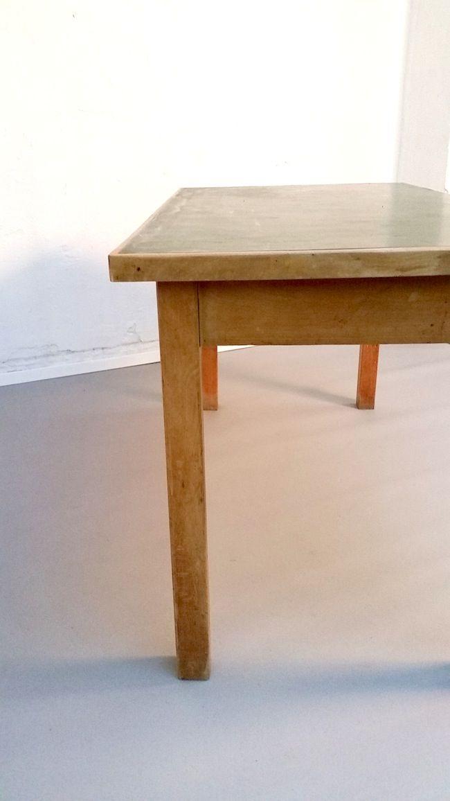 holztisch mit gr ner linoleum oberfl che und schublade 1950er bei pamono kaufen. Black Bedroom Furniture Sets. Home Design Ideas