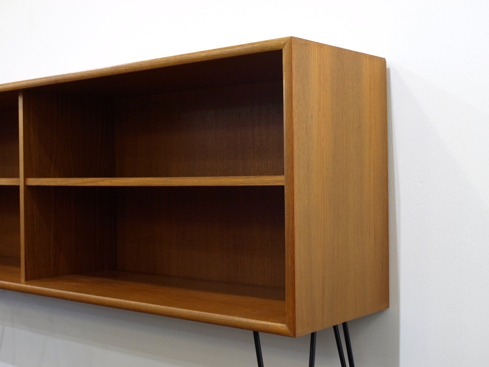 mid century teak shelves with hairpin legs from wk m bel. Black Bedroom Furniture Sets. Home Design Ideas