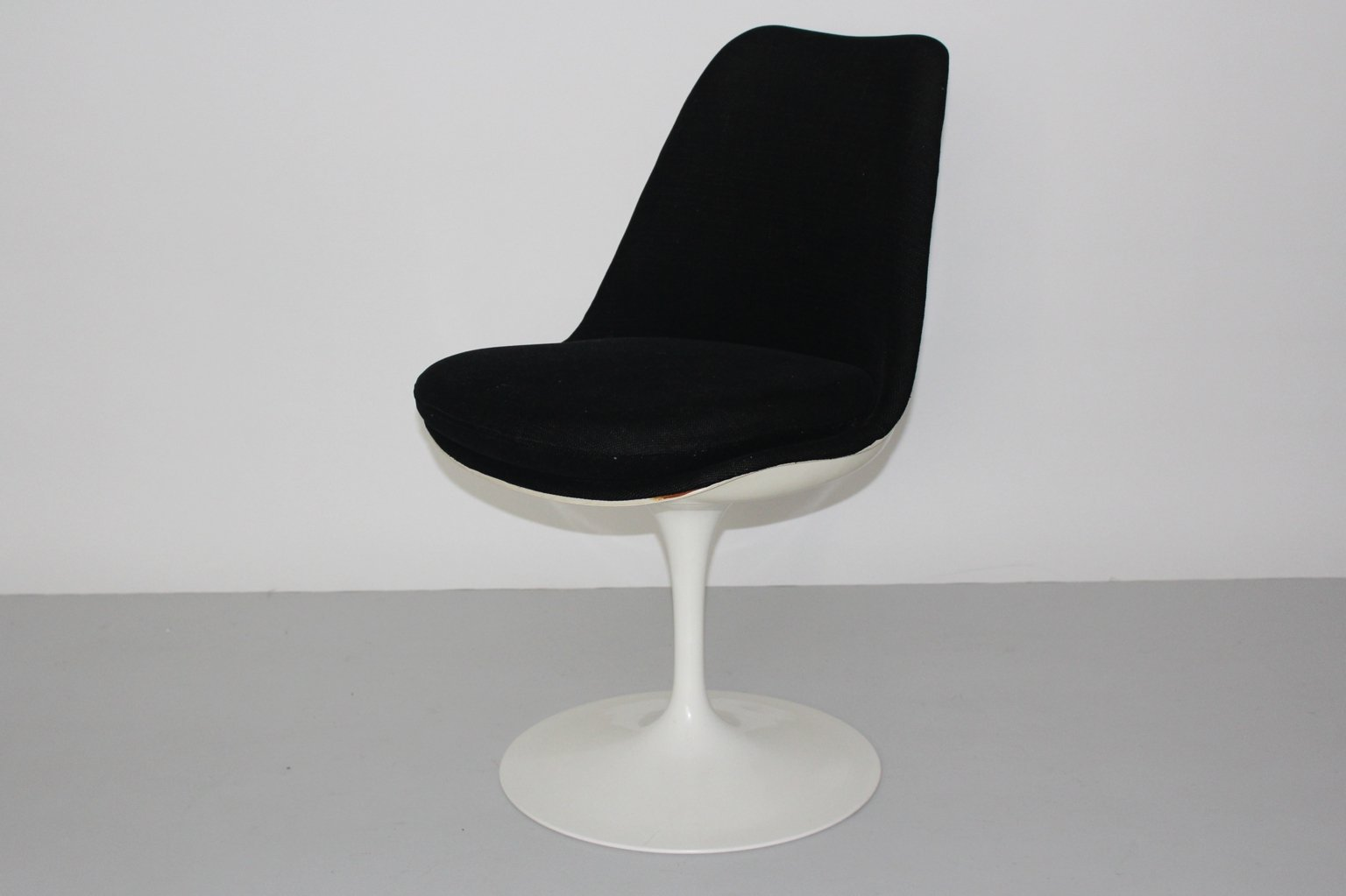 wei er tulip stuhl aus kunststoff von eero saarinen f r knoll 1970er bei pamono kaufen. Black Bedroom Furniture Sets. Home Design Ideas