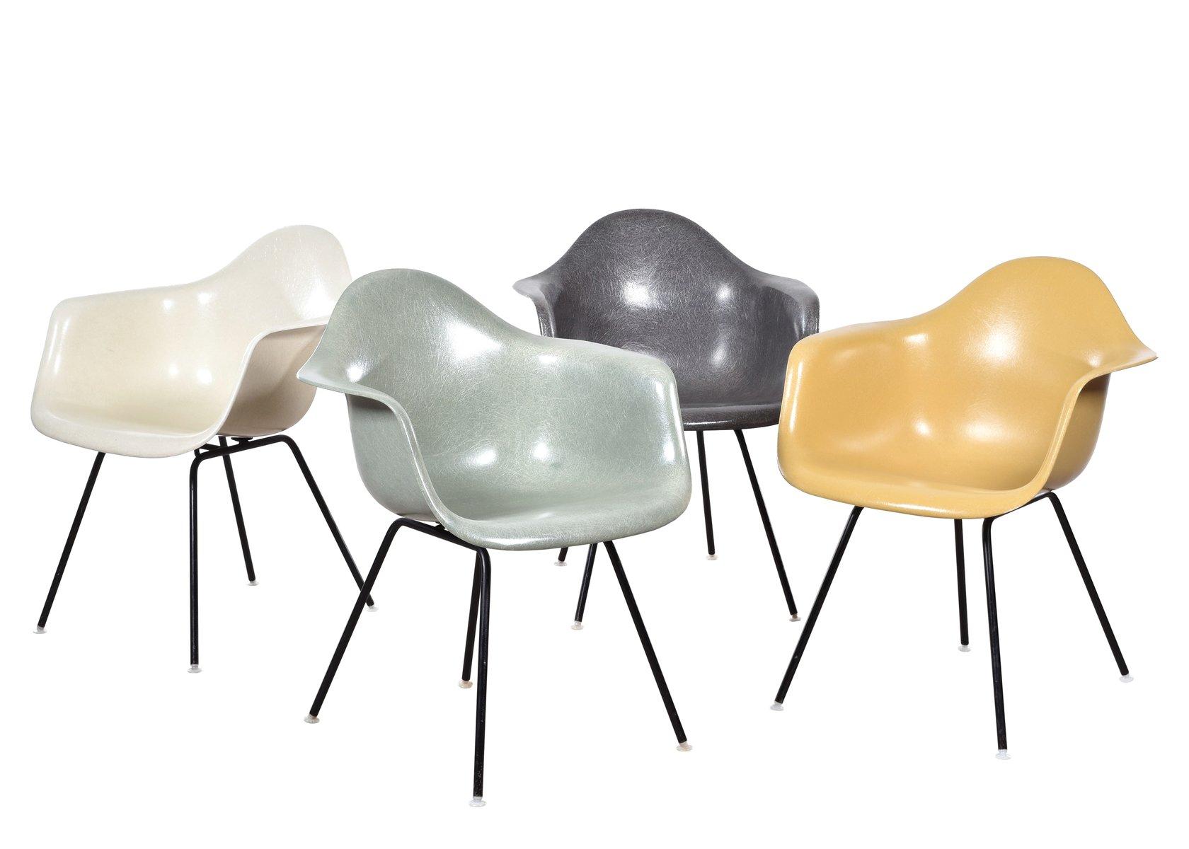 Chaises de salon dax par charles ray eames pour herman for Soldes eames