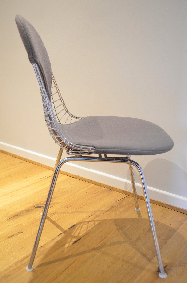 Bikini stuhl mit verchromten drahtgestell von charles for Draht stuhl design