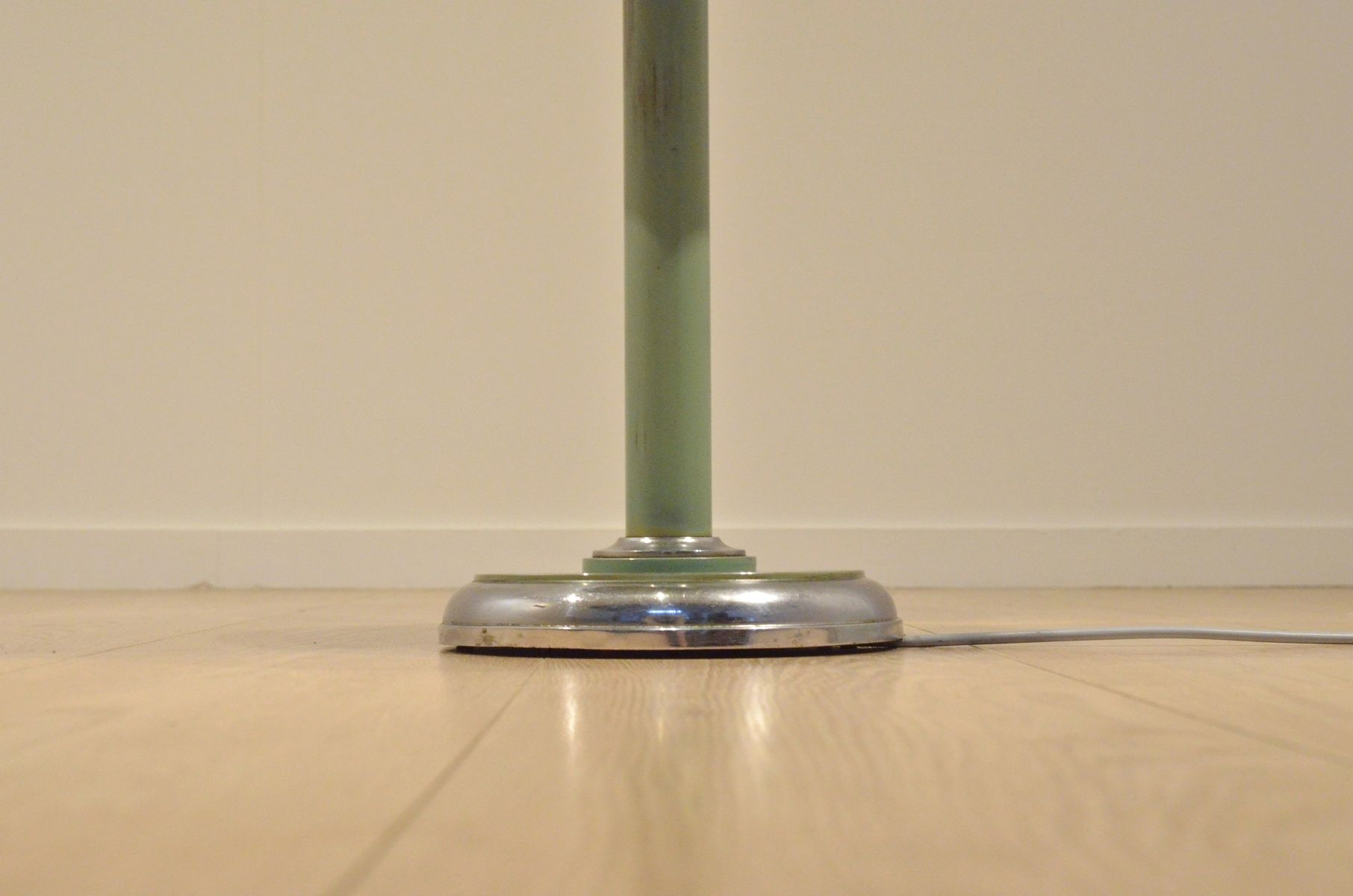 verstellbare vintage stehlampe mit ablage im bauhaus stil. Black Bedroom Furniture Sets. Home Design Ideas
