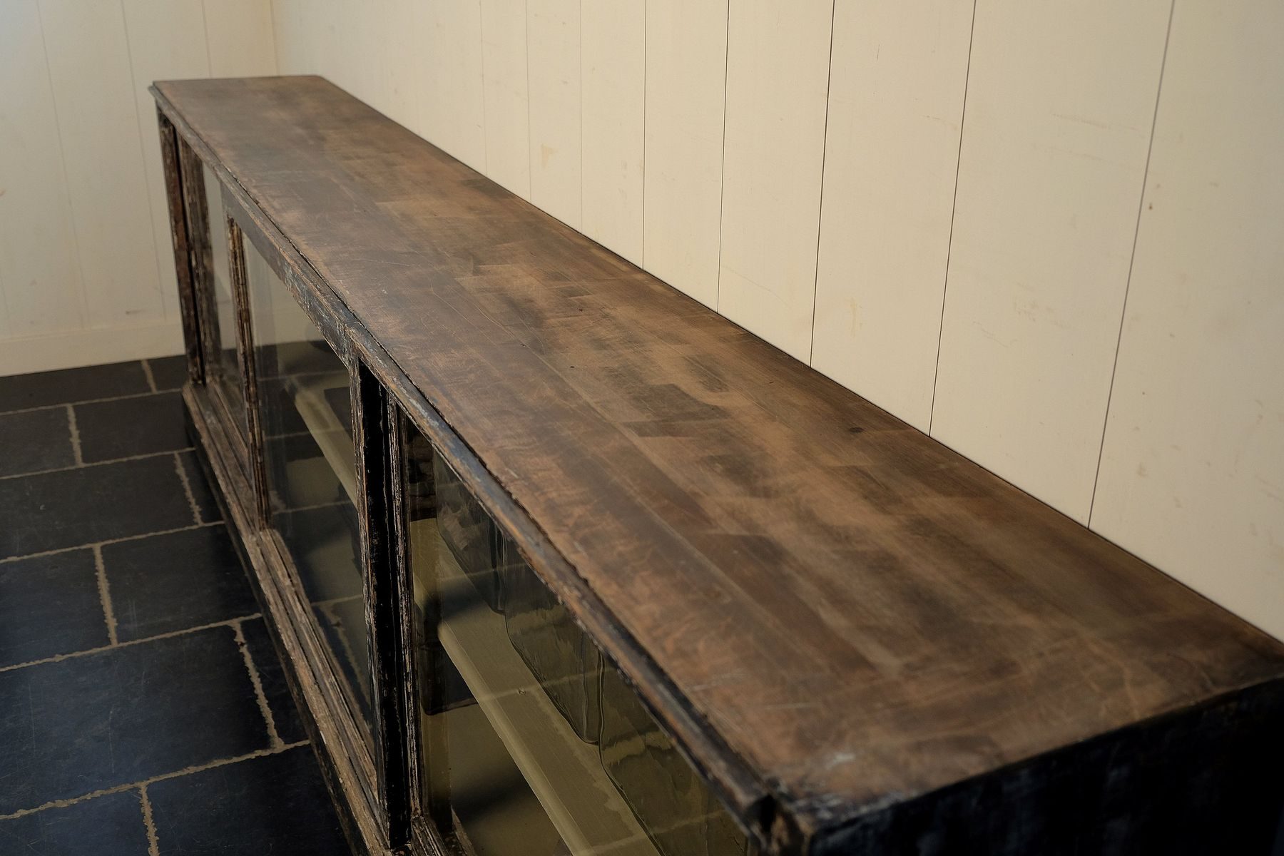 antique showcase sideboard with sliding doors 1900s for. Black Bedroom Furniture Sets. Home Design Ideas