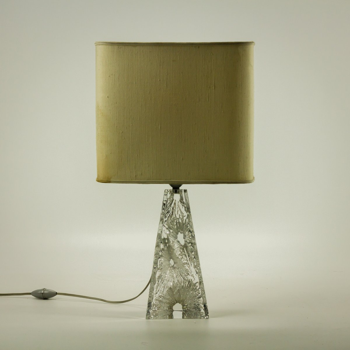 carved crystal base table lamp from daum for sale at pamono. Black Bedroom Furniture Sets. Home Design Ideas