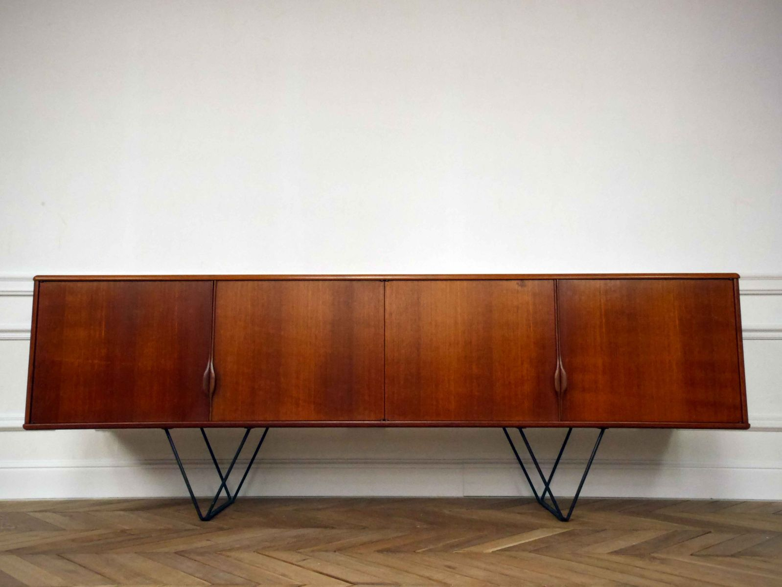 Vintage Scandinavian Sideboard with Metal Legs, 1960s - Vintage Scandinavian Sideboard With Metal Legs, 1960s For Sale At