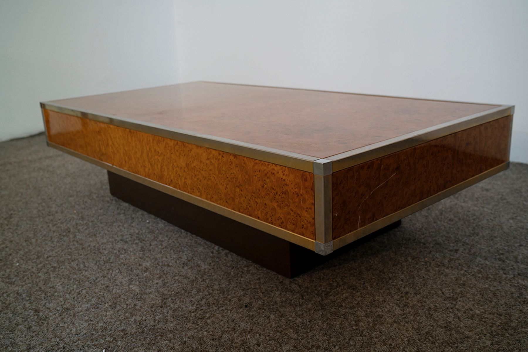 Low Coffee Table in Burl Maple 1970s for sale at Pamono