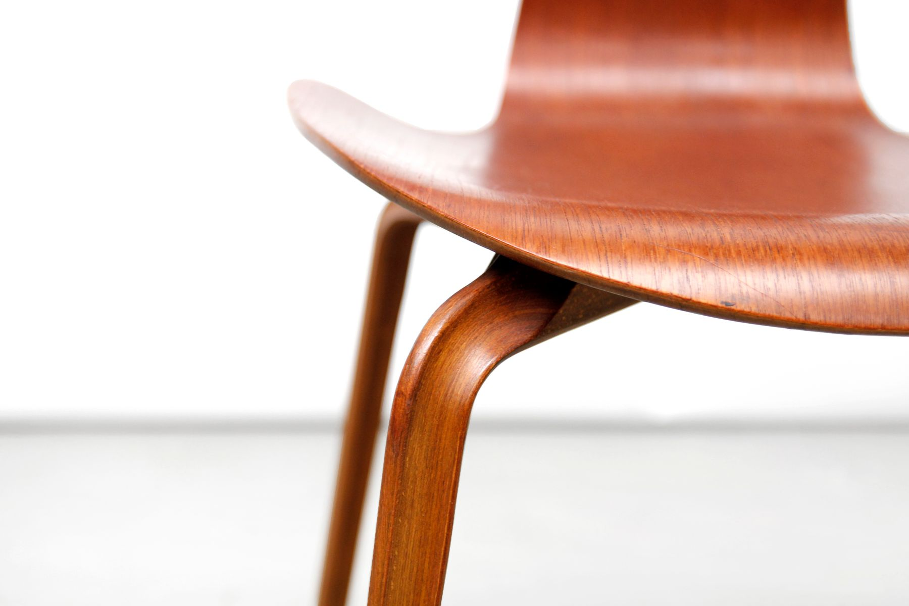 First edition 3130 grand prix dining chair by arne for Eames chair prix