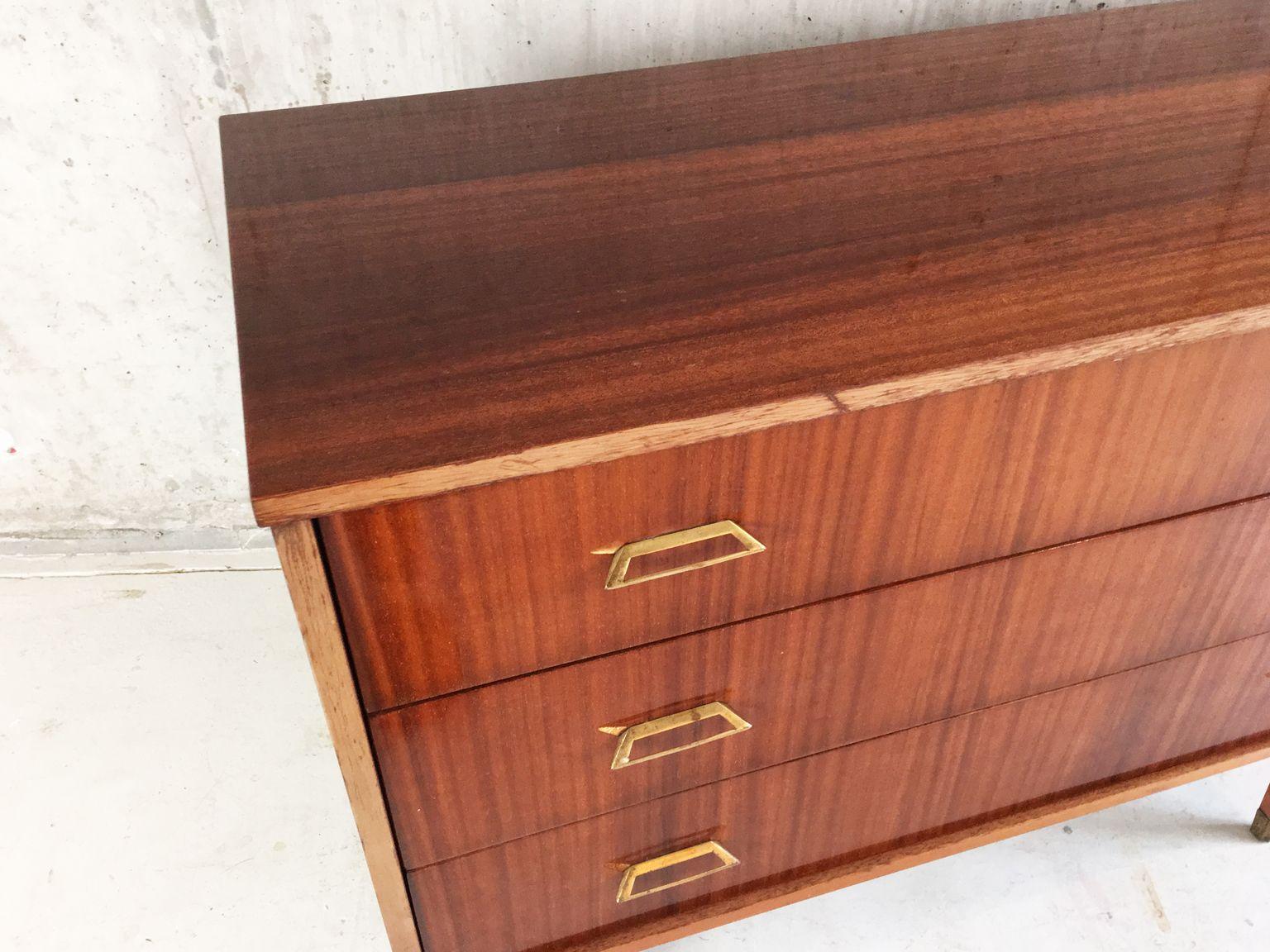belgische mid century teak furnier kommode 1960er bei pamono kaufen. Black Bedroom Furniture Sets. Home Design Ideas
