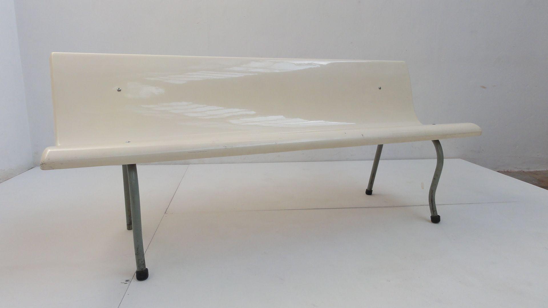 banc de salle d 39 attente infirmerie centre m dical 1960s en vente sur pamono. Black Bedroom Furniture Sets. Home Design Ideas