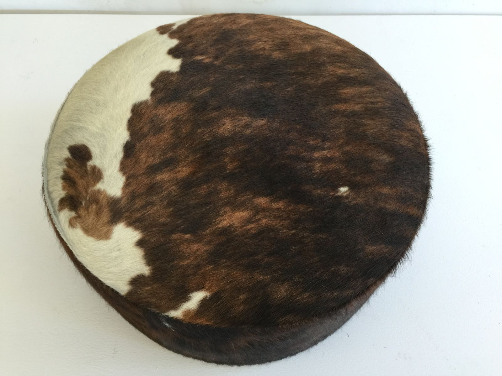 vintage cowhide ottoman 1970s for sale at pamono. Black Bedroom Furniture Sets. Home Design Ideas