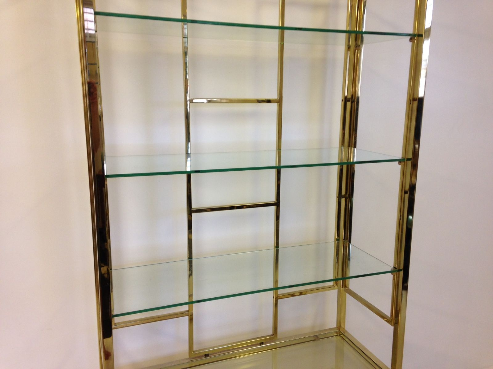 vintage brass etagere on chest 1970s pamono. Black Bedroom Furniture Sets. Home Design Ideas