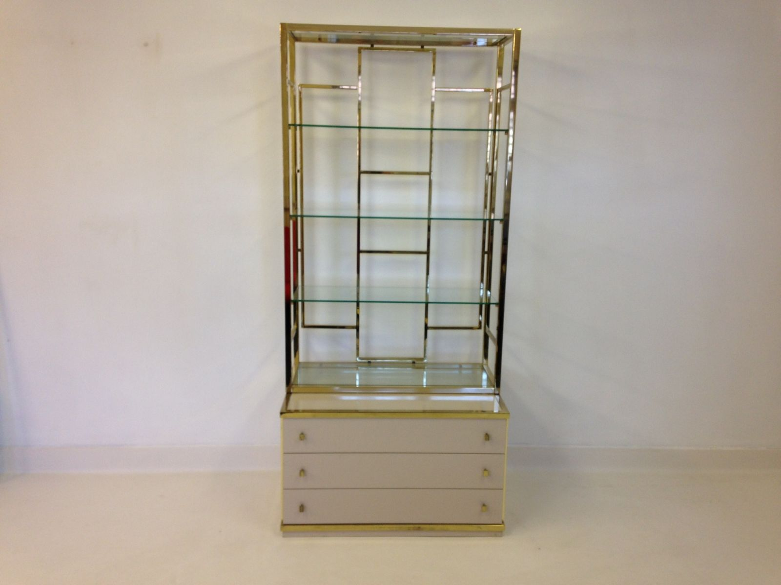 vintage brass etagere on chest 1970s for sale at pamono. Black Bedroom Furniture Sets. Home Design Ideas