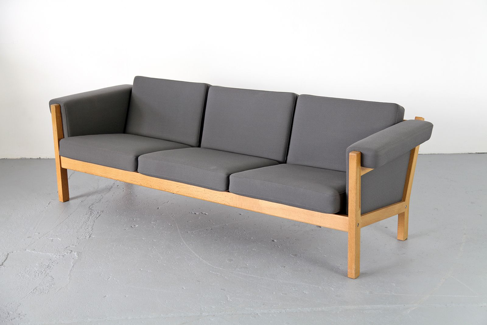 ge 40 three seater sofa by hans j wegner for getama for sale at pamono. Black Bedroom Furniture Sets. Home Design Ideas