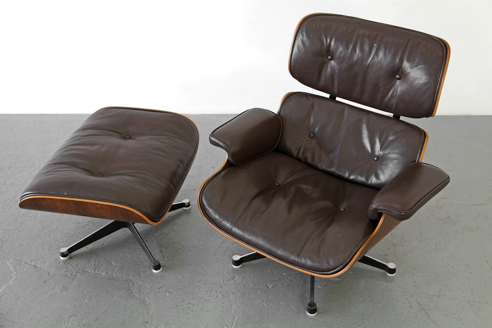 lounge chair and ottoman by ray charles eames for mobilier international for sale at pamono. Black Bedroom Furniture Sets. Home Design Ideas