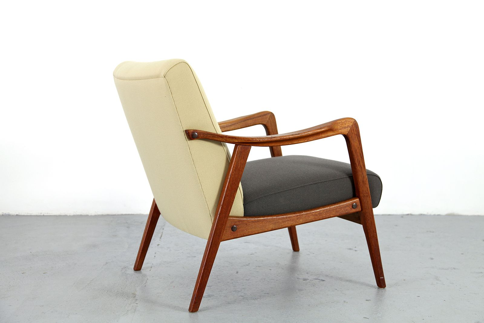 Mid century modern teak armchair for sale at pamono for Mid century modern armchairs