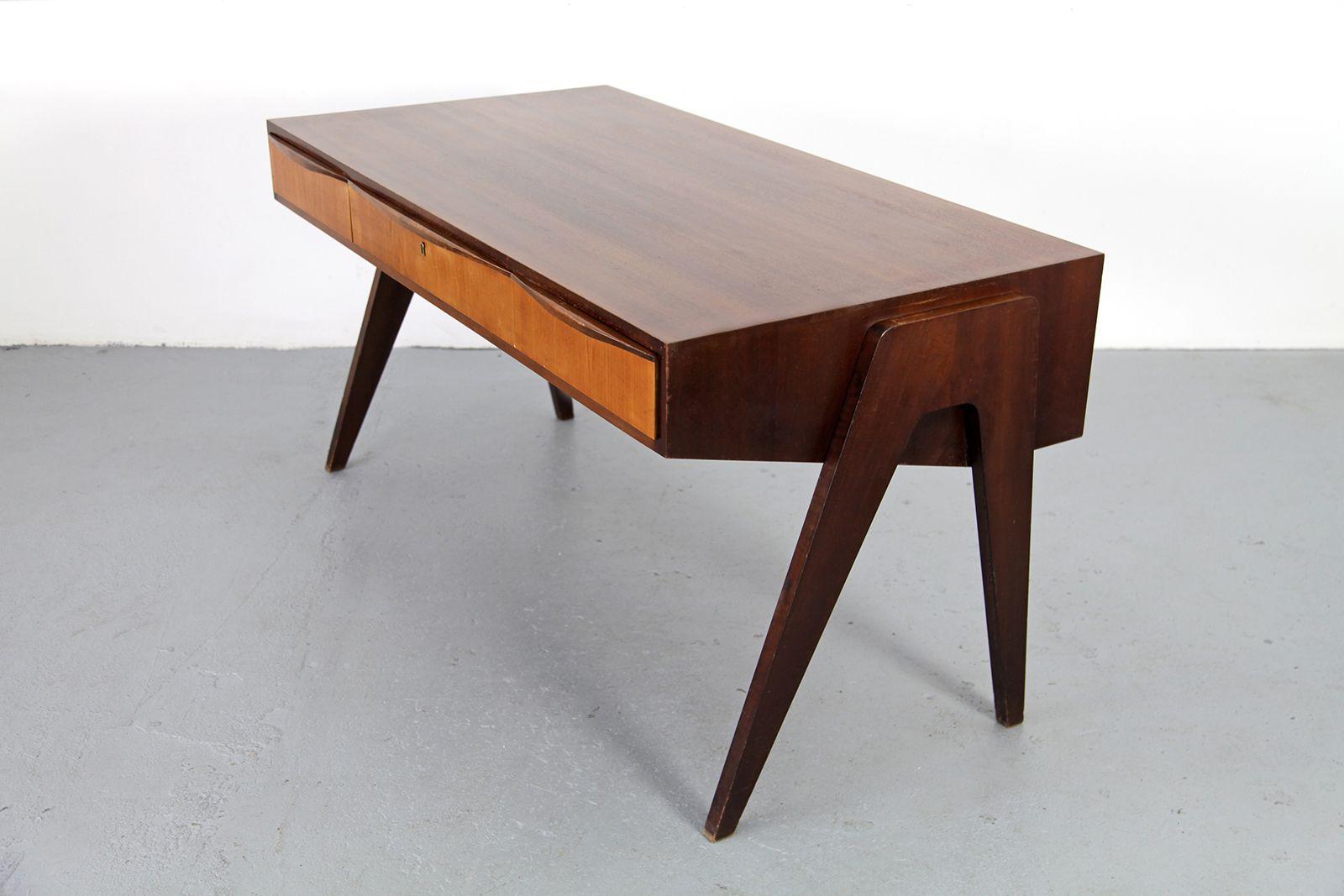 mid century nussbaum schreibtisch von behr m bel 1950er bei pamono kaufen. Black Bedroom Furniture Sets. Home Design Ideas