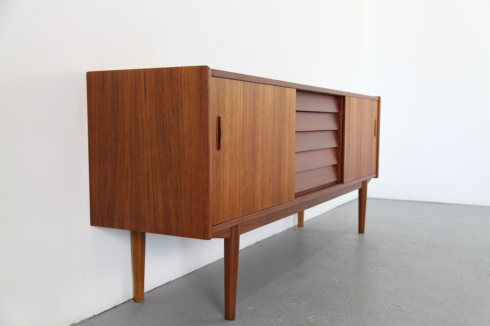 skandinavisches teakholz sideboard von nils jons f r hugo. Black Bedroom Furniture Sets. Home Design Ideas