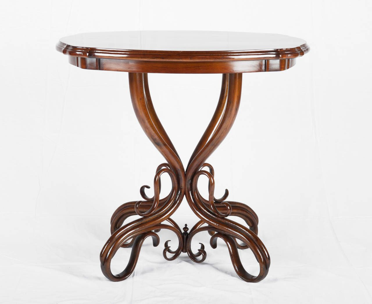Bentwood table from thonet 1905 for sale at pamono for Table thonet