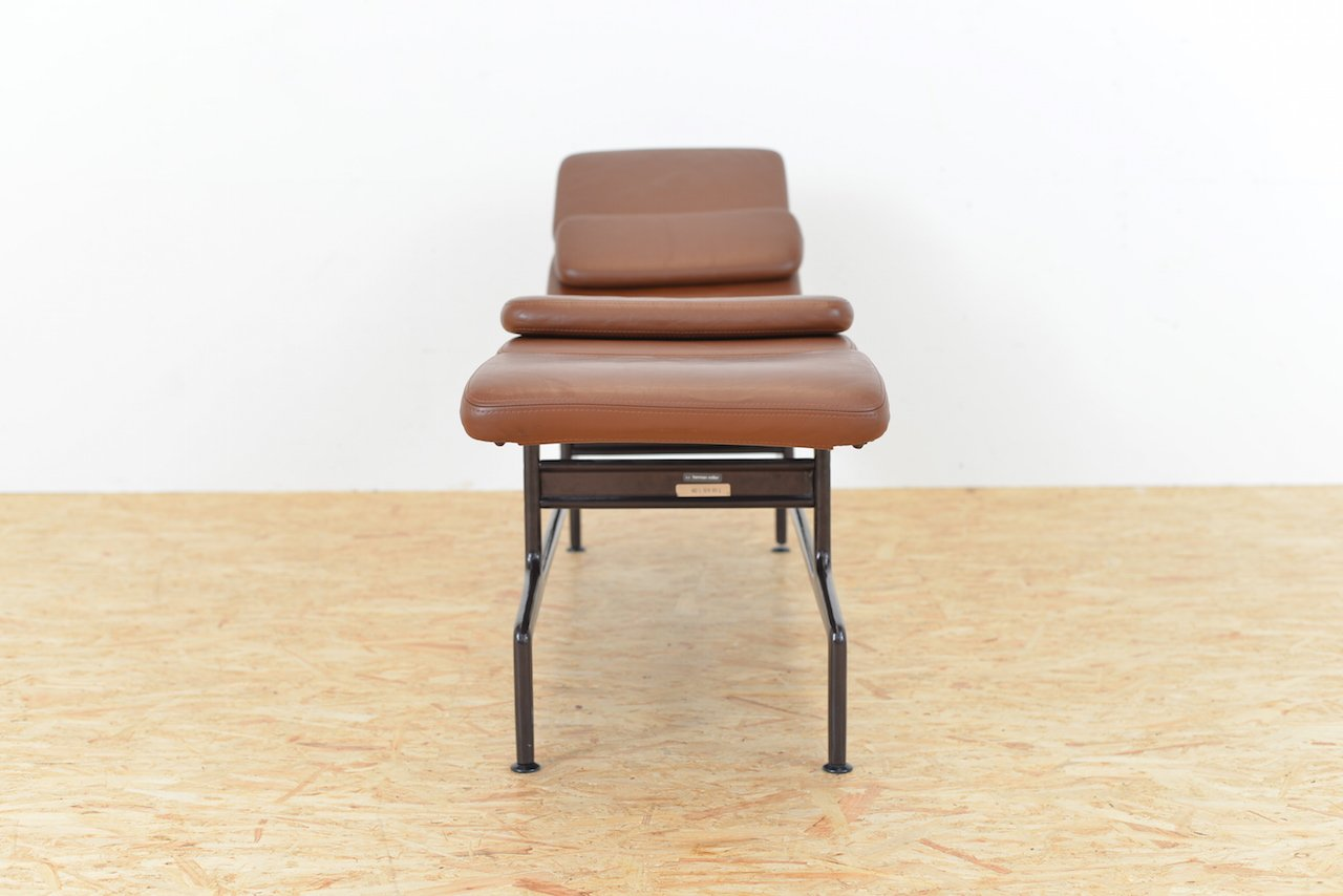 Brown leather es 106 chaise longue by ray and charles for Chaise eames