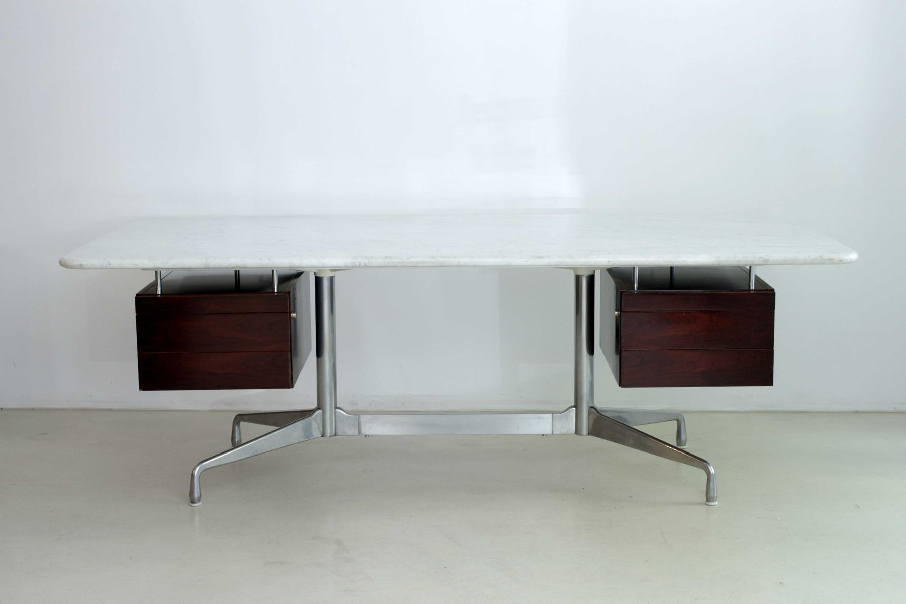Desk by charles ray eames for mobilier international for Mobilier international eames
