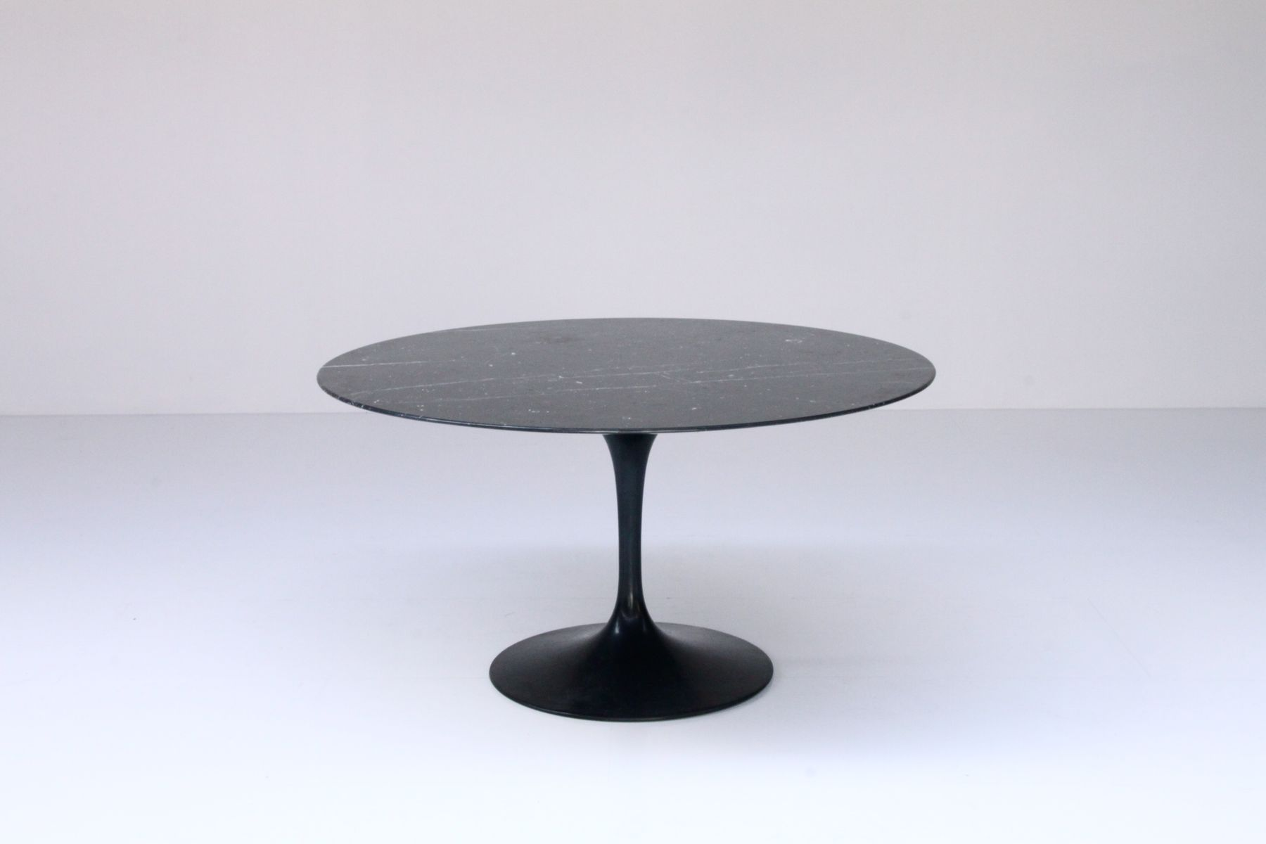 tulip table by eero saarinen for knoll 1970 for sale at pamono. Black Bedroom Furniture Sets. Home Design Ideas