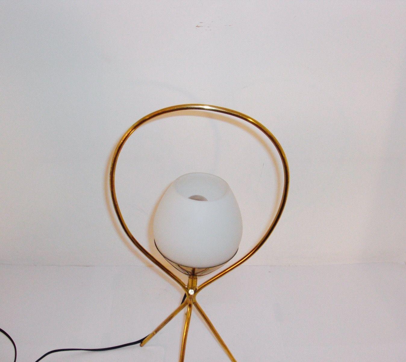 lampe de bureau vintage en opaline et laiton en vente sur pamono. Black Bedroom Furniture Sets. Home Design Ideas