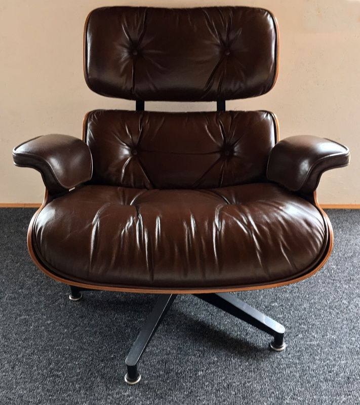 lounge chair and ottoman by charles ray eames for sale. Black Bedroom Furniture Sets. Home Design Ideas