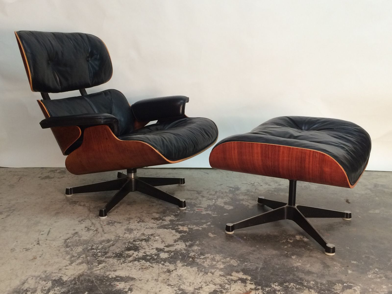 Lounge chair stool by charles ray eames for herman for Charles eames lounge chair preisvergleich