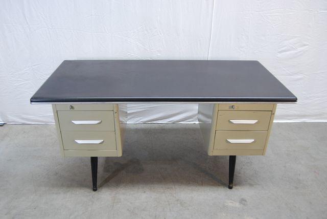 industrieller schreibtisch aus metall von tds office designs bei pamono kaufen. Black Bedroom Furniture Sets. Home Design Ideas