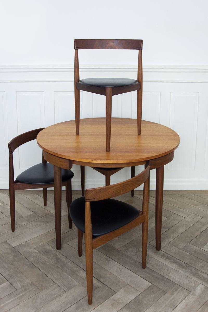 table de salle manger roulette extensible et quatre chaises par hans olsen pour frem rojle. Black Bedroom Furniture Sets. Home Design Ideas