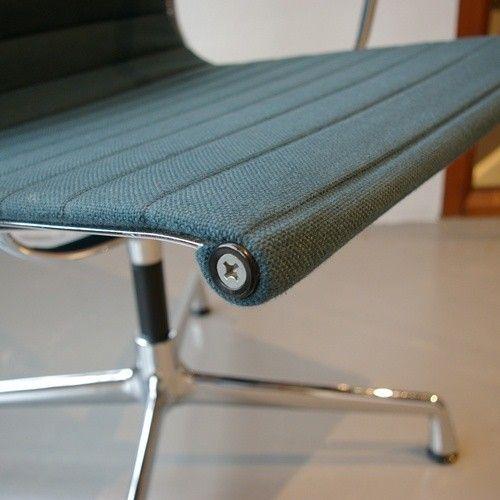 ea 108 stuhl von charles ray eames f r vitra bei pamono. Black Bedroom Furniture Sets. Home Design Ideas