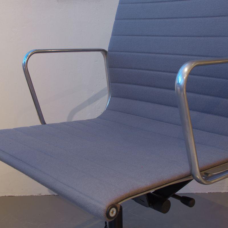 ea117 schreibtischstuhl von eames f r vitra bei pamono kaufen. Black Bedroom Furniture Sets. Home Design Ideas