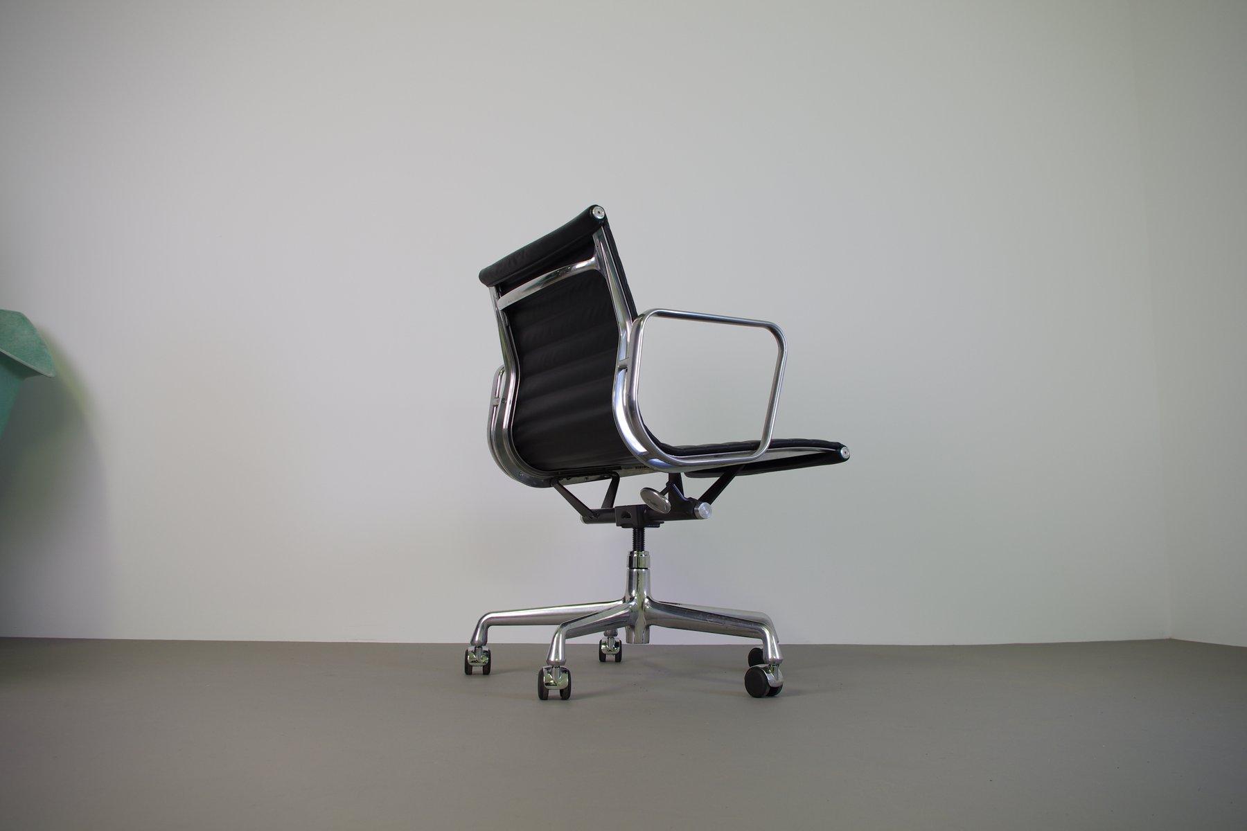 ea117 schreibtischstuhl von eames f r herman miller bei. Black Bedroom Furniture Sets. Home Design Ideas