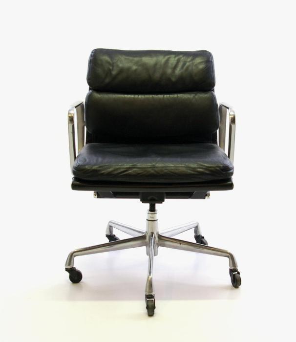 ea217 b rostuhl von charles und ray eames f r herman miller bei pamono kaufen. Black Bedroom Furniture Sets. Home Design Ideas