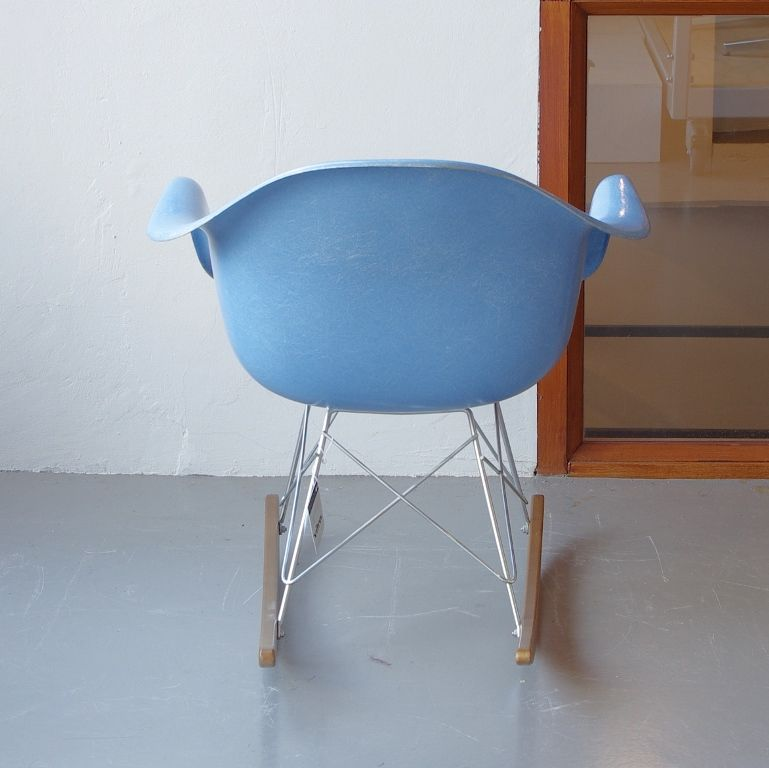 Vintage rocking chair by charles and ray eames for vitra - Rocking chair vitra ...