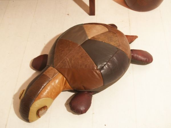 vintage turtle pouf 1960s for sale at pamono. Black Bedroom Furniture Sets. Home Design Ideas