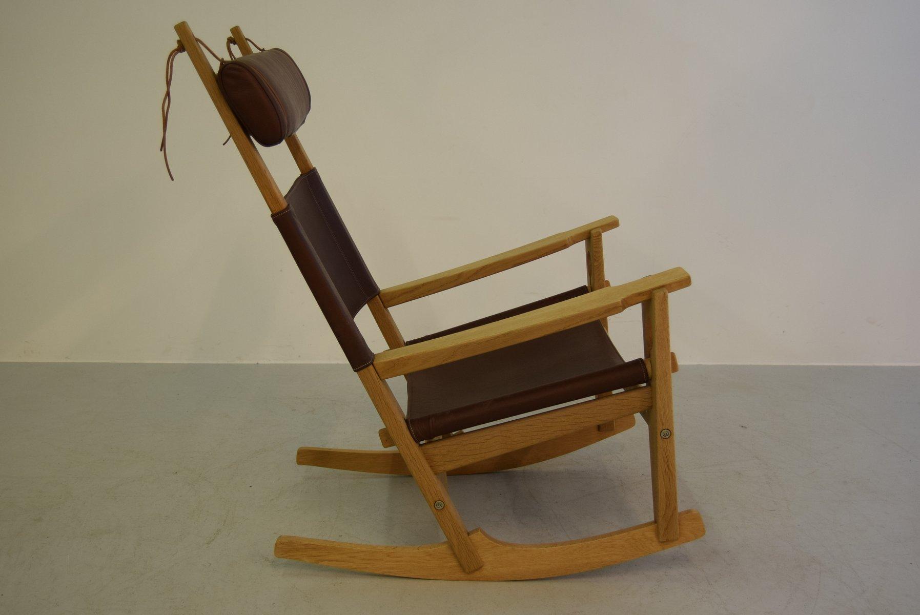 Sedia a dondolo Keyhole modello GE-673 di Hans J. Wegner per ...