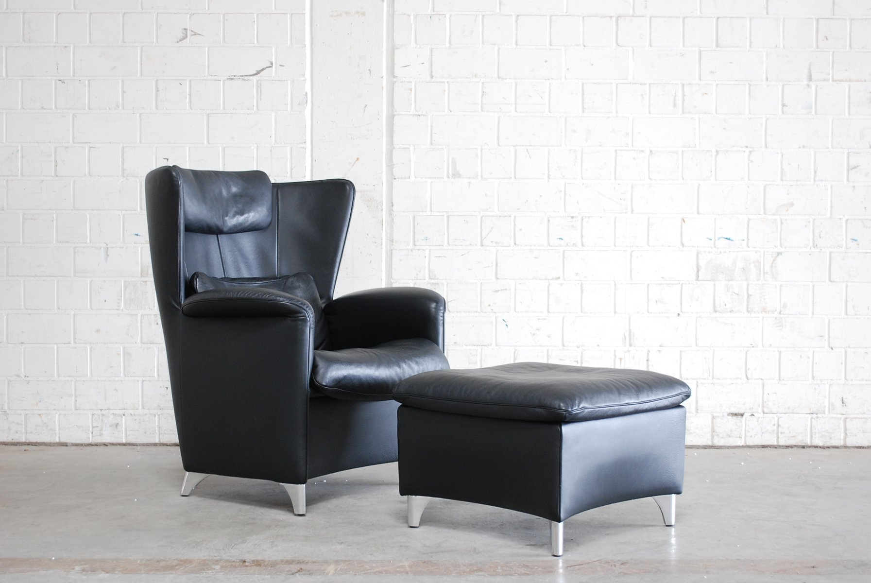 schwarzer ds 23 leder ohrensessel ottomane von franz. Black Bedroom Furniture Sets. Home Design Ideas