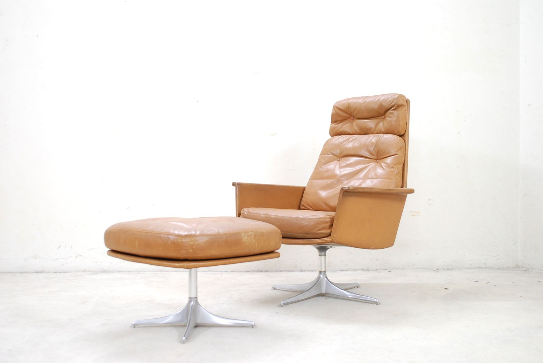 Model Sedia Swivel Lounge Chair and Ottoman by Horst Brüning for