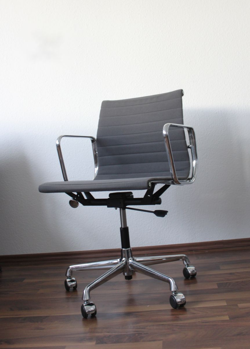 ea117 office chair by charles for vitra for sale at pamono. Black Bedroom Furniture Sets. Home Design Ideas
