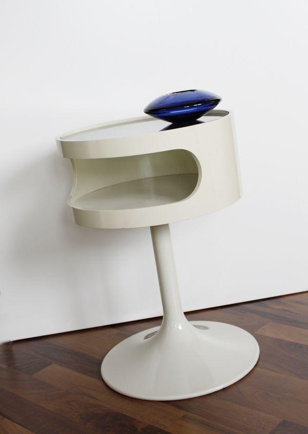wei er beistelltisch von opal m bel 1970er bei pamono kaufen. Black Bedroom Furniture Sets. Home Design Ideas