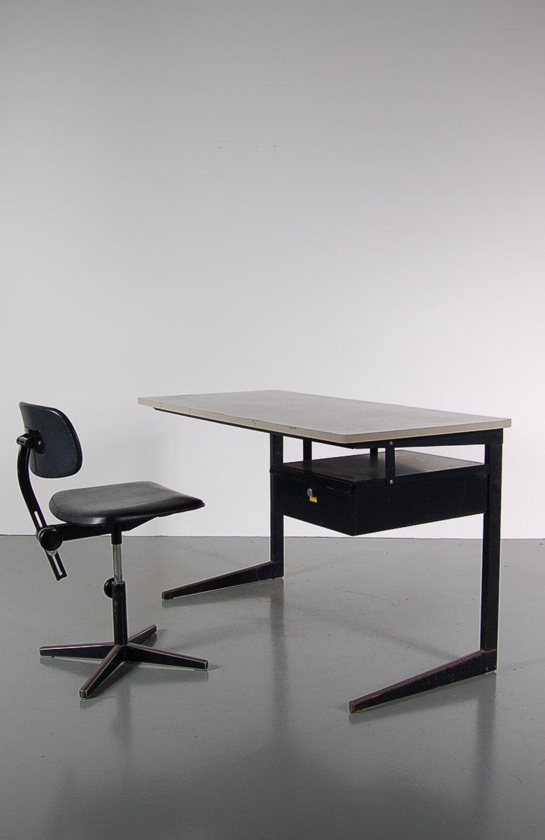 Schwarzer metall schreibtisch und stuhl set von friso for Schwarzer schreibtisch