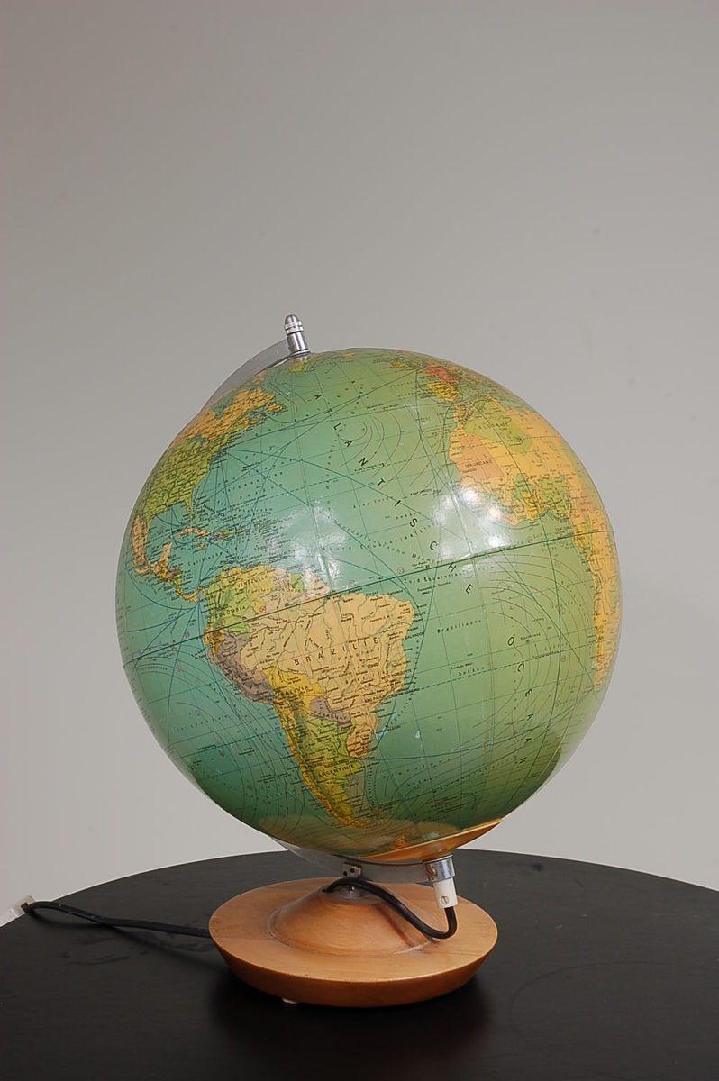 beleuchteter globus mit holzfu 1960er bei pamono kaufen. Black Bedroom Furniture Sets. Home Design Ideas
